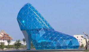 जूते के आकार के चर्च का माजेदार विडियो